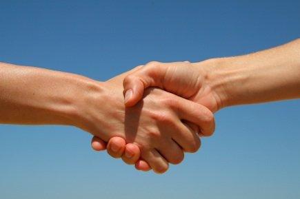 Каким должно быть рукопожатие при знакомстве