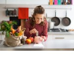 Женщины больше не хотят бесплатно протирать пыль и мыть посуду. Государство должно за это платить