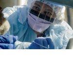 Медикам, помогающим заражённым коронавирусом, заплатят дополнительно