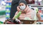 Роспотребнадзор призвал магазины запретить покупателям взвешивать продукты