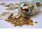 Стоит ли тратить сбережения во время кризиса: эксперты советуют повременить с покупками и продолжить откладывать от 10% дохода