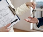 Эксперты сказали, стоит ли торопиться с покупкой квартиры до конца года