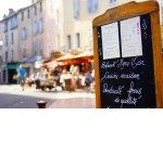Петербургских рестораторов обяжут согласовывать даже уличные стойки с меню