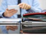 Договор с самозанятым: нужно ли платить НДФЛ и взносы?
