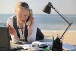 Опрос: треть россиян в отпуске продолжают работать