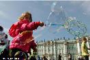Россия, Санкт-Петербург. Флэш-моб &quot;Мыльный Питер&quot;  на Дворцовой площади.<br />                           (Фото: Trend/ Михаил Киреев)