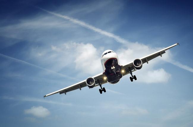 &lt;p&gt;Самолеты такого типа, каким пользуется Сулейман Керимов, эксплуатируют и американские ВВС &amp;mdash; под названием C-40B Clipper. В таком корпоративном лайнере может быть от 8 до 63 мест (о том, сколько пассажиров берет на борт Boeing Керимова, информации нет), а максимальная дальность полета составляет около 11 500 км.&lt;/p&gt;<br />