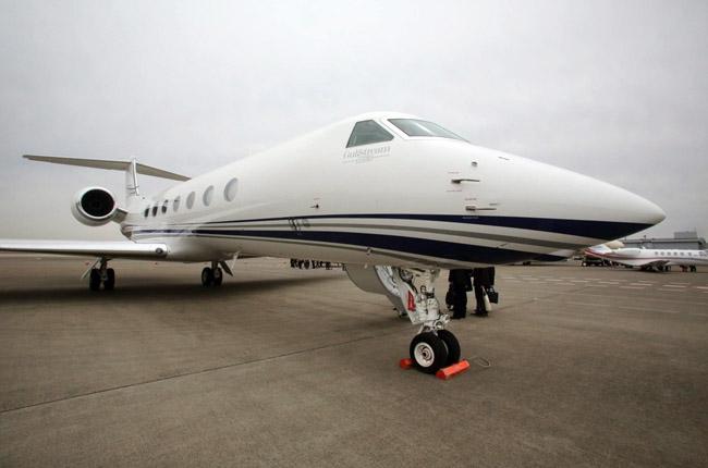 &lt;p&gt;Если свою яхту Solemar Михаил Прохоров в основном использует как базу для водных мотоциклов, то самолет, цена аналогов которого начинается от $50 млн, нужен в первую очередь для деловых перелетов. В том числе сверхдальних: максимальная дистанция, которую этот бизнес-лайнер может покрыть за неполные 14 часов &amp;mdash; 12&amp;nbsp;500 км, это почти вдвое больше расстояния от Москвы до Вашингтона.&lt;/p&gt;<br />
