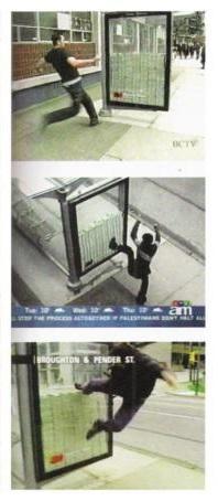 На автобусной остановке оставили 3 миллиона долларов. Фото