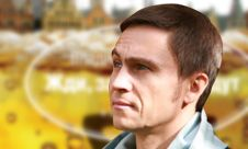 Владимир Романенко на фоне обложки своей первой книги