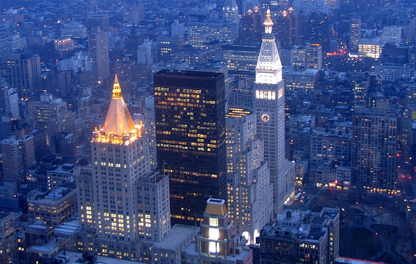 «Голубой час» Нью-Йорка: вид на вечерний город с Эмпайр-Стейт. (Фото <noindex><a target=_blank href=http://www.flickr.com/photos/mikegk/>Mike K</a></noindex>.)