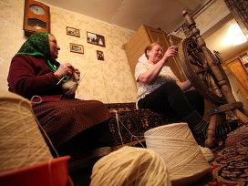 Вязальщицы из деревни Ямбирно Рязанской области