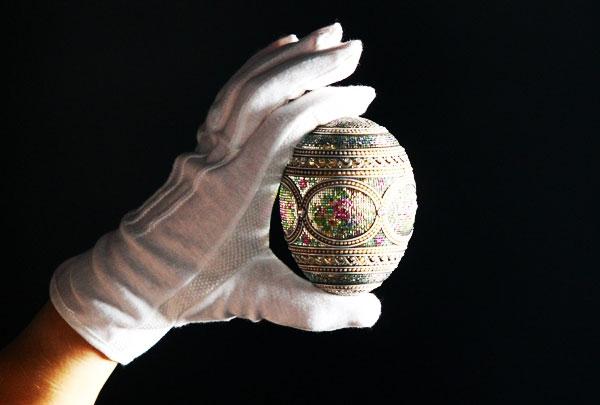 &lt;p&gt;В этом собрании около 700 предметов, в том числе 9 &amp;laquo;императорских&amp;raquo; пасхальных яиц. Стоимость ядра коллекции &amp;mdash; собрания из 200 предметов, ранее принадлежавших семье Форбс, &amp;mdash; $100-120 млн (экспертные оценки).&lt;/p&gt;<br />