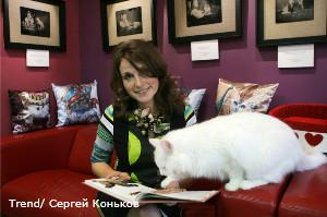 Россия, Санкт-Петербург. Кафе «Республика кошек». На снимке: Анна Кондратьева, владелица кафе.