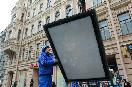 Россия, Санкт-Петербург. Демонтаж рекламных конструкций на Невском проспекте.<br />                         (Фото: Trend/ Андрей Федоров)<br />