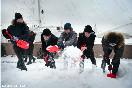 Россия, Санкт-Петербург. Участники акции &quot;Красные лопатки&quot; чистят от снега тротуар у Адмиралтейской набережной<br />                           (Фото: Кулыгин Александр)