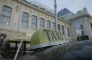 Такси у Витебского вокзала<br />                           (Фото: Киташов Роман)