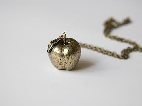 Вмагазине Bling-Blings.ru можно купить украшение «Осенний урожай яблок»