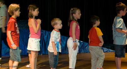 Компании вербуют семилетних детей в качестве рекламных агентов