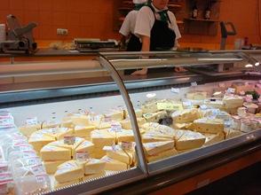 Мерчандайзинг сыров: правила успешной выкладки