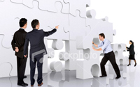 Фото:http://russki.istockphoto.com/file_closeup/who/clothing_types/business_wear/3039589_business_teamwork_businessmen_making_a_puzzle.php?id=3039589
