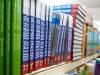 &lt;p&gt;&amp;laquo;В августе-сентябре мы реализуем 40-50% годовой продукции&amp;raquo;, &amp;mdash; говорит Александр Кондаков, президент ОАО &amp;laquo;Издательство &amp;laquo;Просвещение&amp;raquo;, выпускающего учебную литературу. Да и книжные магазины неплохо зарабатывают на подготовке к школе. По словам генерального директора объединенной розничной сети &amp;laquo;Новый книжный &amp;mdash; Буквоед&amp;raquo; Михаила Иванцова, 80% всех продаж учебных изданий приходится на август-сентябрь.&lt;/p&gt;<br /> &lt;p&gt;Правда, поскольку сегодня обучение школьников идет не по единой программе, как это было раньше, отследить, какие именно учебники нужны школам в конкретном регионе, а значит, какие именно позиции будут пользоваться спросом, очень сложно. По завершении &amp;laquo;школьной кампании&amp;raquo; остается много учебной литературы, которую приходится утилизировать.&lt;/p&gt;<br />