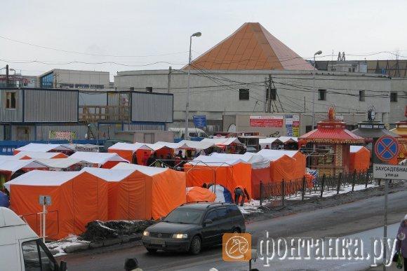 Это - легальные палатки у метро
