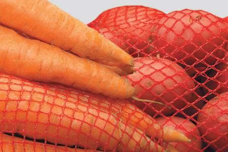 Агрофирма «Ильинка» образована в 1994 году. Занимается производством и реализацией семенного и товарного картофеля, моркови, свеклы, лука, капусты, кабачков и других сельскохозяйственных культур. Располагает автоматизированным комплексом для сортировки и закладки овощей на хранение GRIMME, а также линией упаковки овощей. ural_501_017.jpg